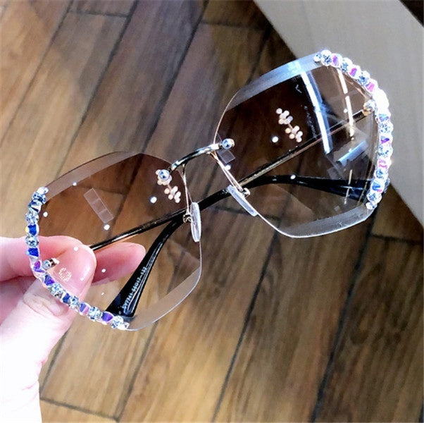 Fashion Women Luxury Sunglasses Metal Frame Diamond Sunglasses New Designer Glittering Sexy Sunglassees