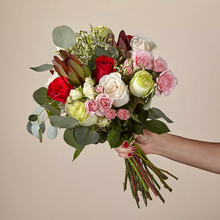 Load image into Gallery viewer, Holiday Bouquet Subscription (4 weeks)