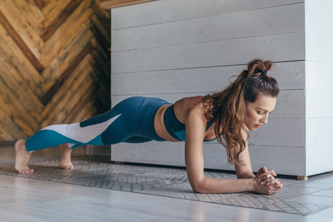 woman doing a plank excercise