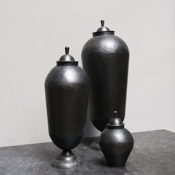 Iron 'odalisque' jars