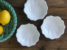 Load image into Gallery viewer, Vintage Shell Dishes