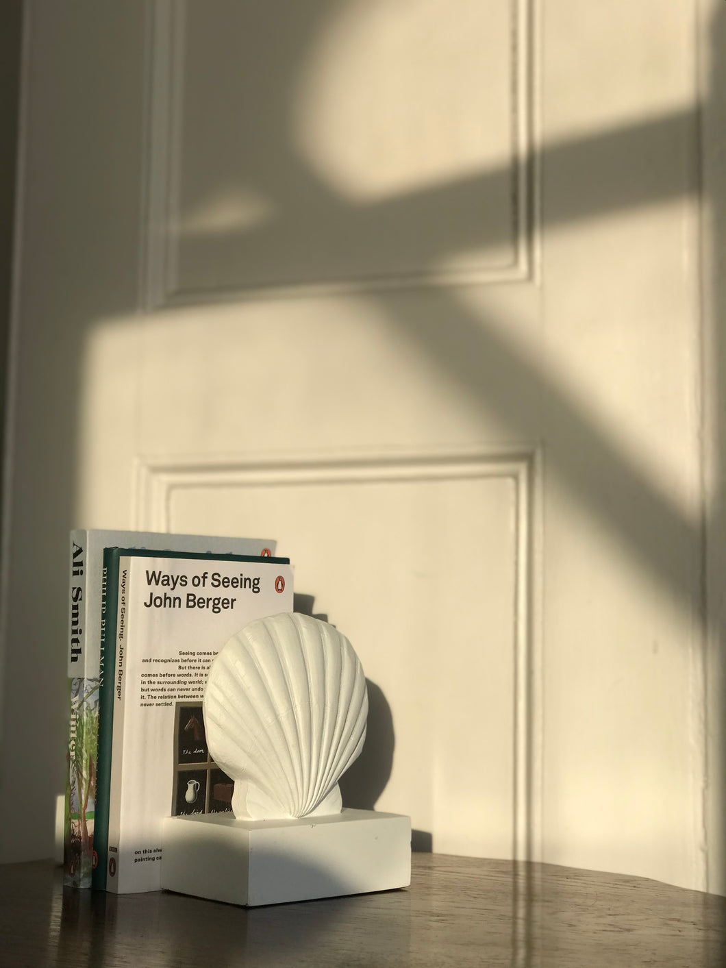 Seashell bookends