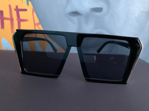 Black Gold Trim Glasses (Sides)
