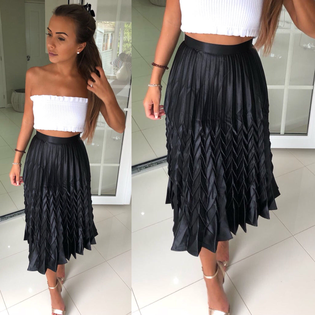 'Luciana' Black Pleated Skirt
