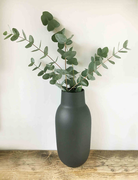 Black Tall Vase | The Den & Now