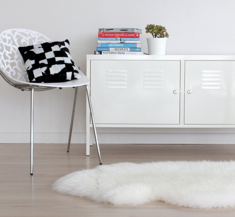 Instantly recognizable, Longwool Lambskin luxury. It's the real thing! Bowron Sheepskins prides itself on taking the worlds finest lambskin material and transforming it into traditional, luxurious , opulent and stylish rugs. Luxurious soft sheepskin.