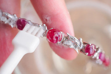 How to clean rubies