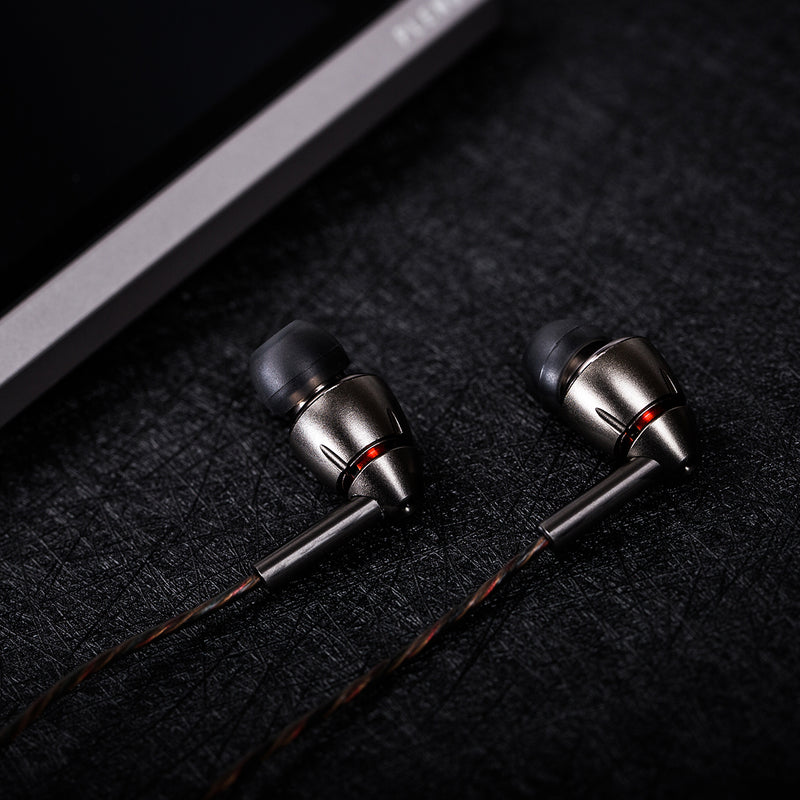 1MORE Quad Driver Wired Earphone With Mic (THX certified)