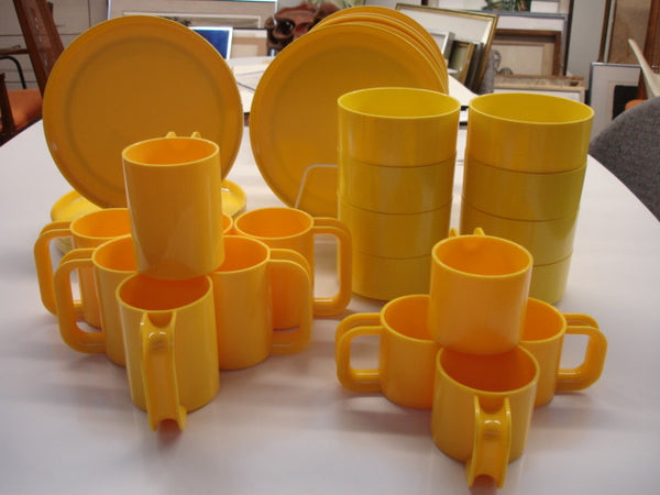 Plastic: Massimo Vignelli for Heller Maxi Mugs