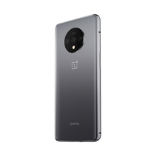 Load image into Gallery viewer, OnePlus 7T's three independent cameras work in concert for exceptional versatility, stunning clarity, and accurate color reproduction.