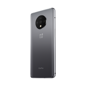 OnePlus 7T's three independent cameras work in concert for exceptional versatility, stunning clarity, and accurate color reproduction.
