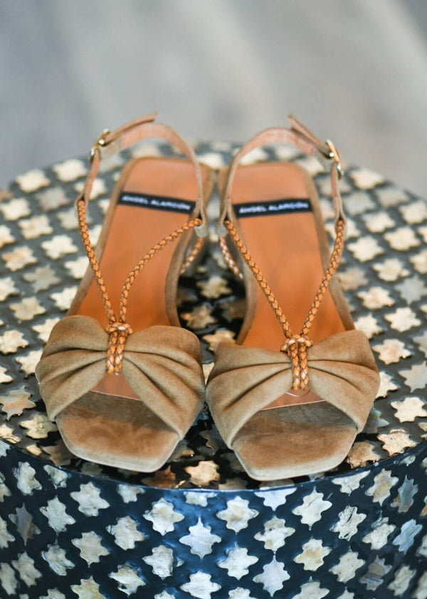 Angel Alarcon | Low strappy sandal in brown suede