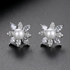 LUOTEEMI Imitation Pearl Stud Earrings for Women Fashion Jewelry Flower Cluster Boucle D'Oreille Femme Wedding Engagement Gifts (Rhodium Plated)