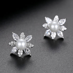LUOTEEMI Imitation Pearl Stud Earrings for Women Fashion Jewelry Flower Cluster Boucle D'Oreille Femme Wedding Engagement Gifts