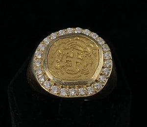 Escudo Surrounded by Diamonds