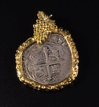 Load image into Gallery viewer, Mexico City 18k Grape Pendant