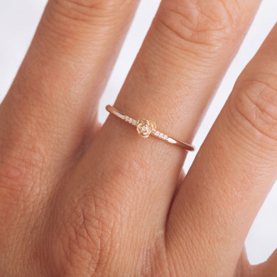 La Kaiser 14kt Solid gold and diamonds rose ring. Dainty fine jewelry, excellent quality