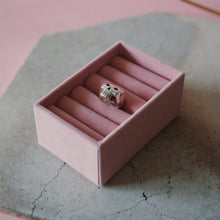Load image into Gallery viewer, Heavy Skull Ring