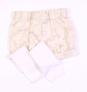 GOLD SHORTS WITH BUILD IN TIGHTS 2Y EUC