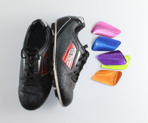 SOCCER CLEATS WITH CHANGEABLE COLOUR SWATCHES SIZE 5Y EUC