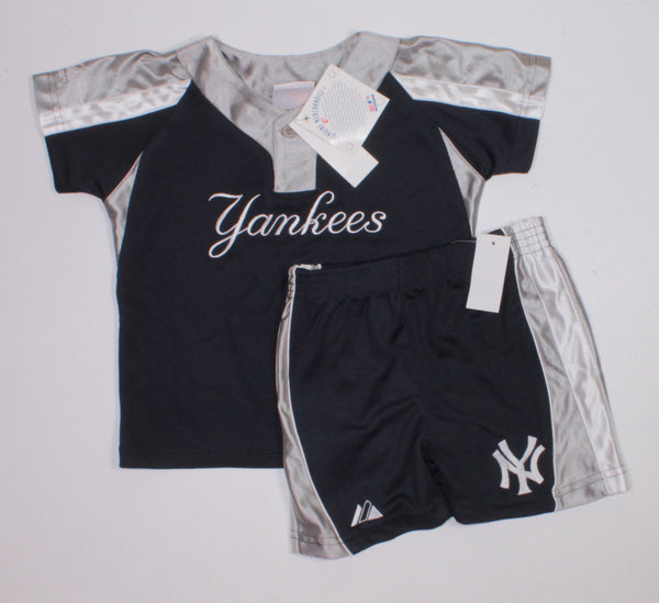 YANKEES 2 PIECE OUTFIT 18M NEW!
