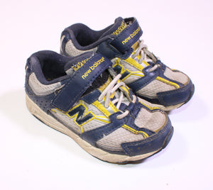 NEW BALANCE RUNNERS SIZE 8 GUC