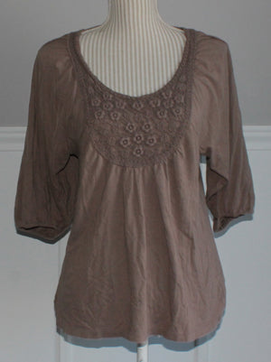 OLD NAVY TOP WITH LACE DETAIL LADIES MEDIUM EUC