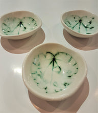 Load image into Gallery viewer, Michelle Bow Little Leaf Bowls