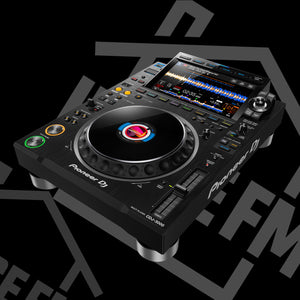 Pioneer have released the brand new CDJ-3000 for house and home or club and radio DJ use
