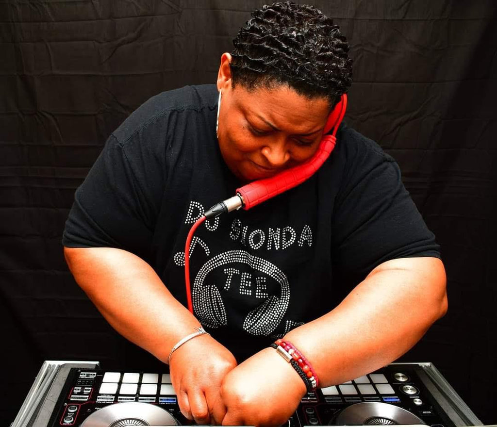 Although she loves many genres of music SHONDA fell in love with HOUSE MUSIC early in her career. She delivers energetic upbeat mixes that fulfills the house music lovers, soul and motivates the crowd to dance with spirited passion.