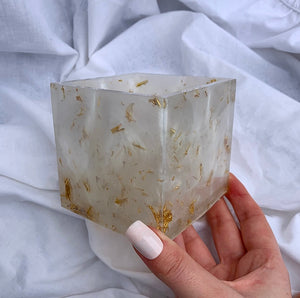 LARGE SQUARE IN WHITE AND GOLD POT