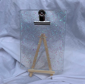CLIPBOARD IN CLEAR OPAL WITH STAND
