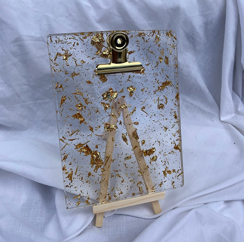 CLIPBOARD IN CLEAR GOLD WITH STAND