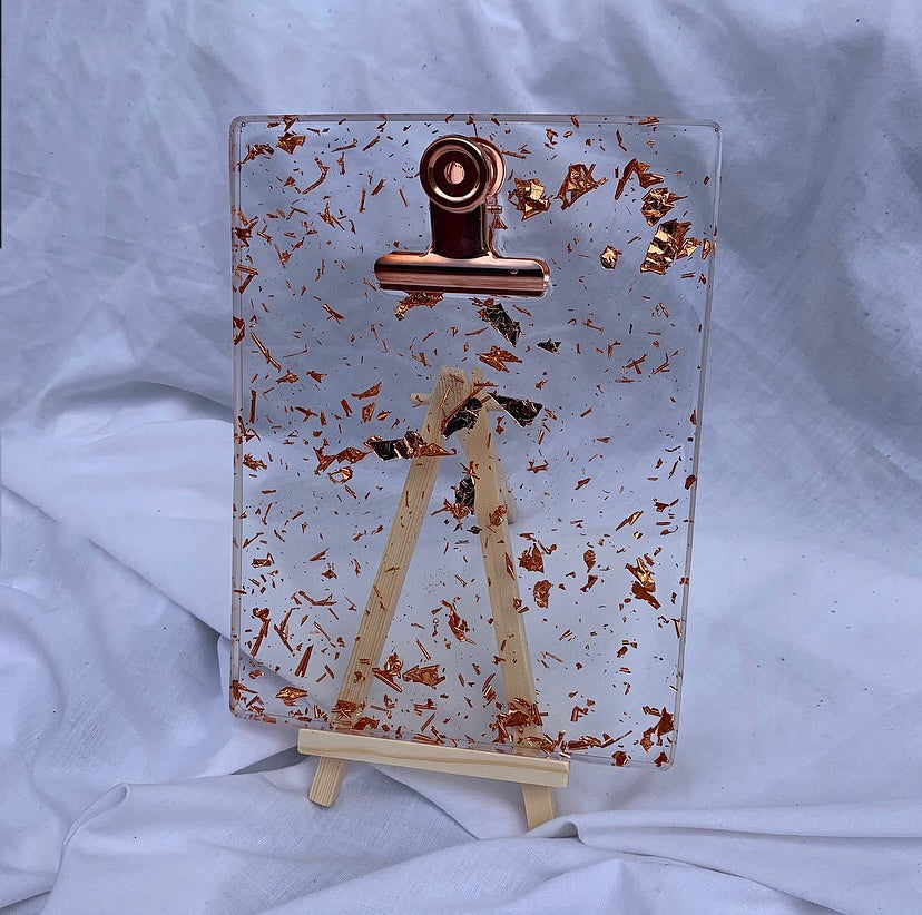 CLIPBOARD IN CLEAR ROSE GOLD WITH STAND