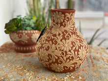 Load image into Gallery viewer, Clay Flower Vase