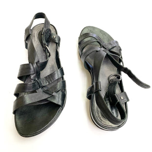 Primary Photo - BRAND: CLARKS STYLE: SANDALS FLAT COLOR: BLACK SIZE: 8 SKU: 180-18071-4669