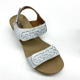 Primary Photo - BRAND: CLARKS STYLE: SANDALS LOW COLOR: WHITE SIZE: 7 SKU: 180-18038-88734