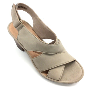 Primary Photo - BRAND: CLARKS STYLE: SANDALS LOW COLOR: TAN SIZE: 6 SKU: 180-18038-89015