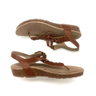 Primary Photo - BRAND:   CMC STYLE: SANDALS LOW COLOR: TAN SIZE: 8.5 OTHER INFO: AETREX - SKU: 180-18038-105664