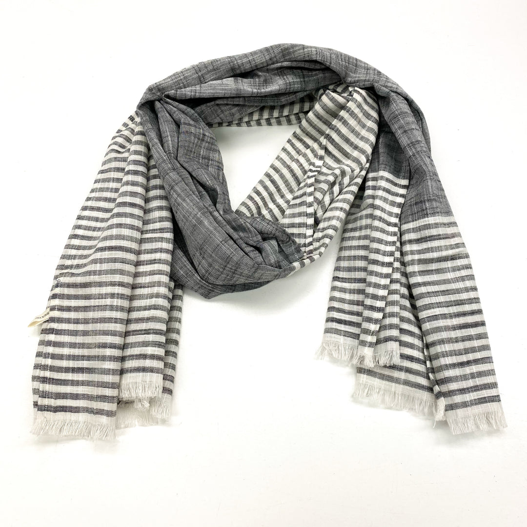 Primary Photo - BRAND:    CLOTHES MENTOR <BR>STYLE: SCARF <BR>COLOR: GREY WHITE <BR>SKU: 180-18071-9509
