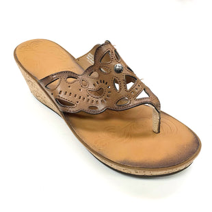 Primary Photo - BRAND: CLARKS STYLE: SANDALS LOW COLOR: TAN SIZE: 8.5 SKU: 180-18071-11615