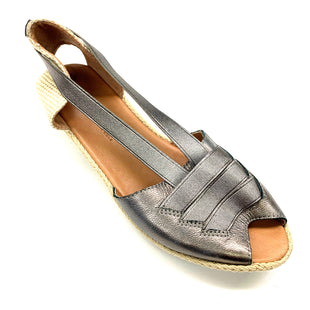 Primary Photo - BRAND: GENTLE SOULS STYLE: SANDALS LOW COLOR: SILVER SIZE: 8 SKU: 180-18038-92306