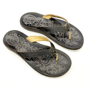 Primary Photo - BRAND:    CLOTHES MENTOR STYLE: FLIP FLOPS COLOR: BROWN SIZE: 8 OTHER INFO: OLUKAI - SKU: 180-18083-25417