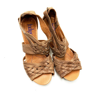 Primary Photo - BRAND: INDIGO STYLE: SANDALS LOW COLOR: TAN SIZE: 9 SKU: 180-18071-7638