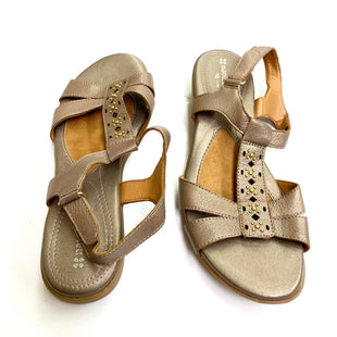 Primary Photo - BRAND: NATURALIZER STYLE: SANDALS FLAT COLOR: BRONZE SIZE: 8 OTHER INFO: 8 NARROW SKU: 180-18038-94453