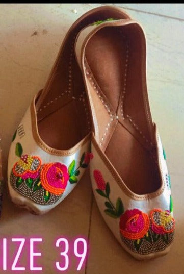 White Embroidered Punjabi Ethnic Wear Juttis Online