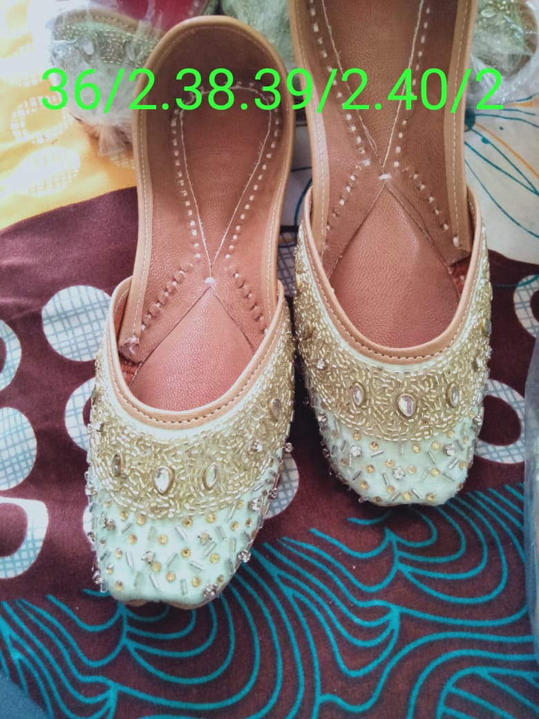 Ladies Embroidered Ethnic Wear Punjabi Juttis In Cream Color