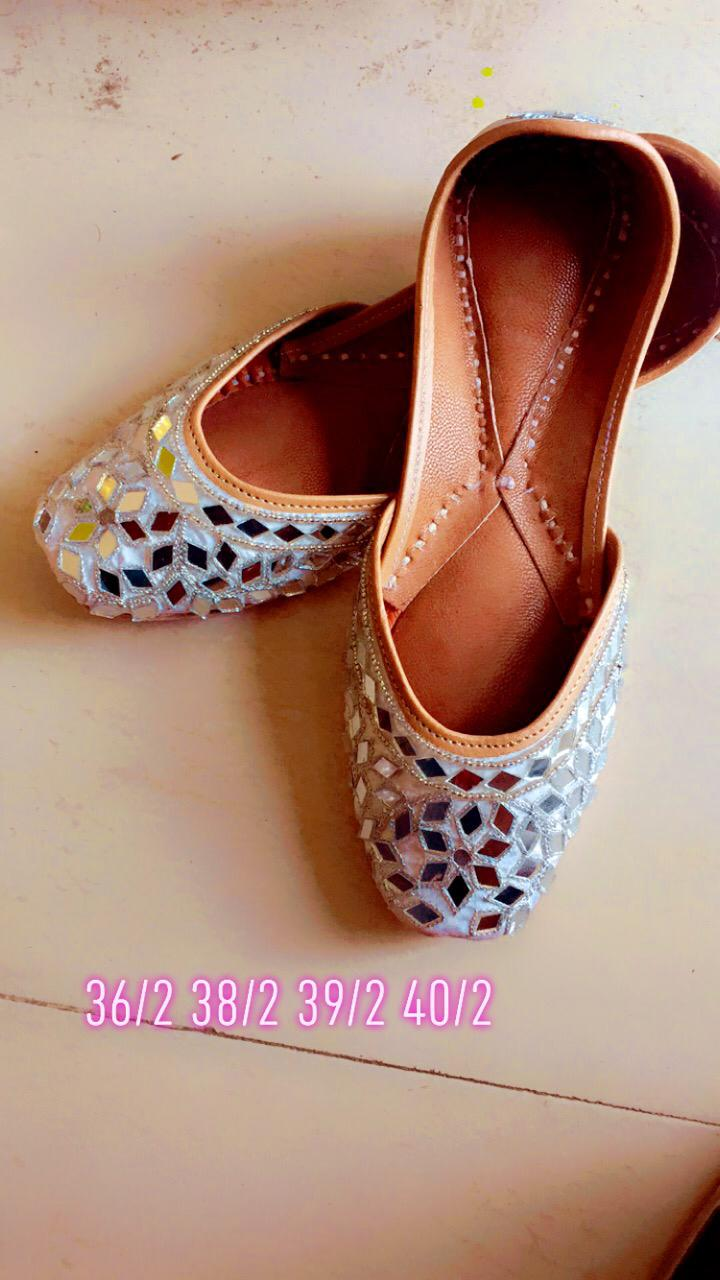 Ethnic Wear Embroidery Mirror Juttis In Grey
