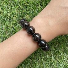 Load and play video in Gallery viewer, Nuummite 14mm Bracelet
