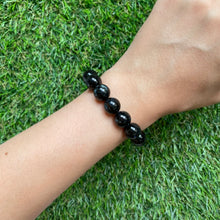 Load image into Gallery viewer, Nuummite 10.5mm Bracelet
